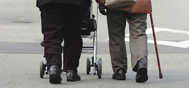 新聞配達員が高齢者を守る